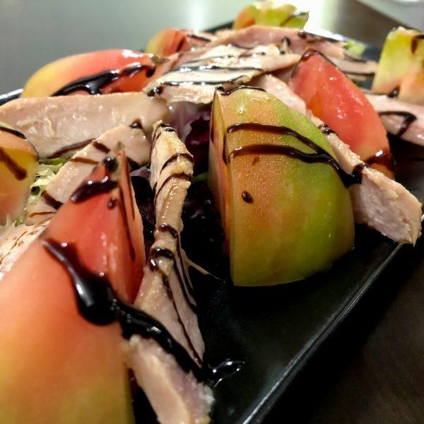 Tomate Barbastro con ventresca </br> de atún en aceite