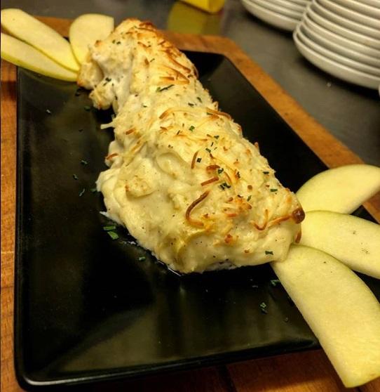 Canelón de pato y foie con bechamel